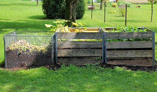 A properly maintained compost bin does not stink.